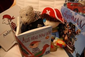 Flap en Flip lezen een piratenverhaal